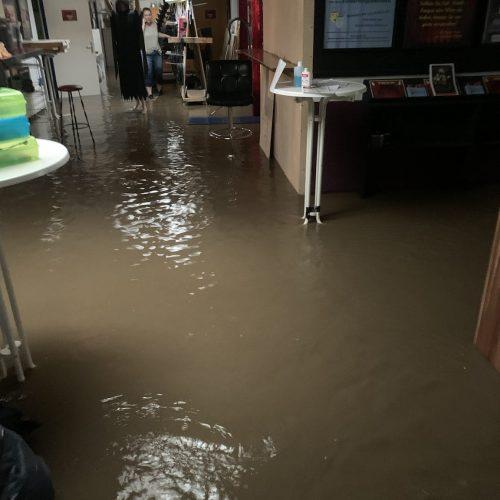Eingangsbereich unter Wasser