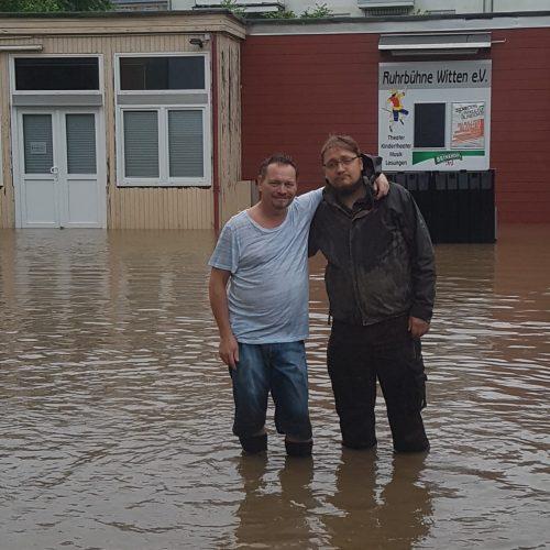Thomas und Tobias Kniehoch im Wasser